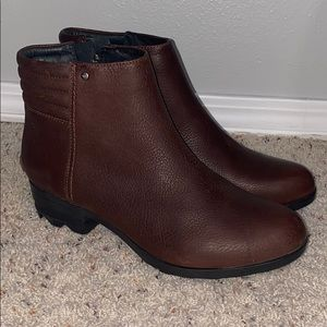 NWOT Brown sorel boots